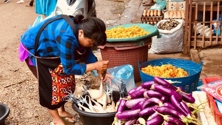 thongkhankhammarket_vientiane_laos